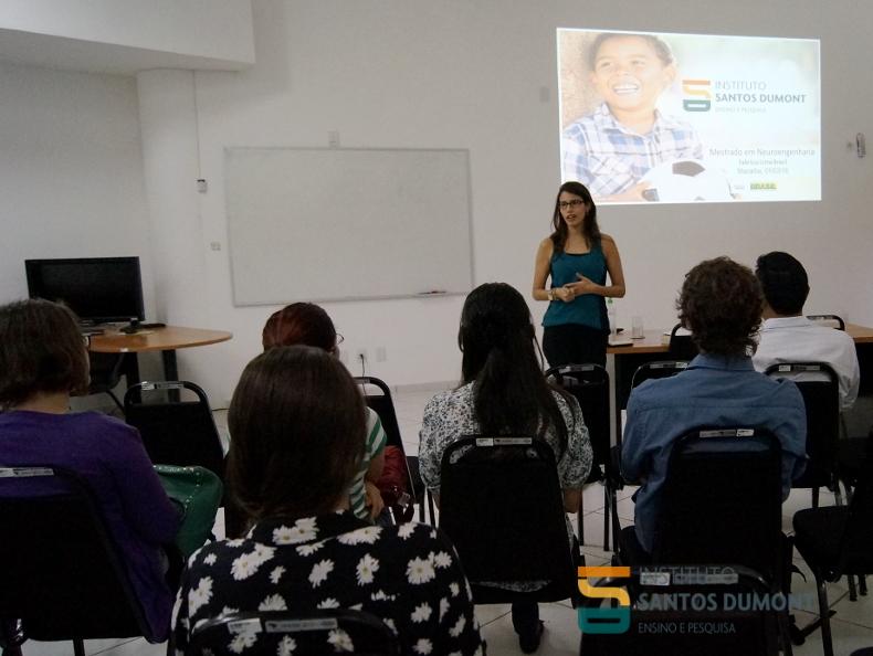 Ana Carolina Kunicki, pesquisadora do IIN-ELS, se apresenta aos alunos. Foto: Ariane Mondo/Ascom ISD