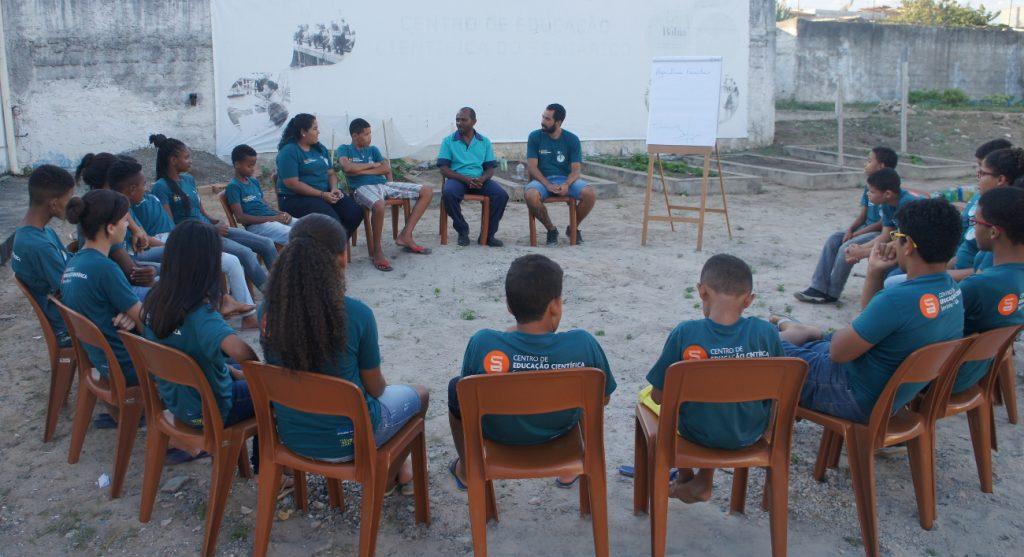Miguel Filho conversa com os alunos sobre suas experiências na agricultura familiar
