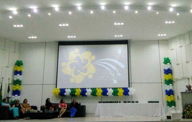 CEC Natal é homenageado em evento dedicado a parceiros da Secretaria Municipal de Educação